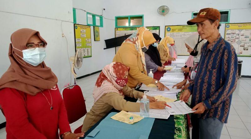 Bantuan Sosial Sembako (BSS) Tahap VII Dan VIII Di Bagikan Di Kelurahan Balongsari Kota Mojokerto