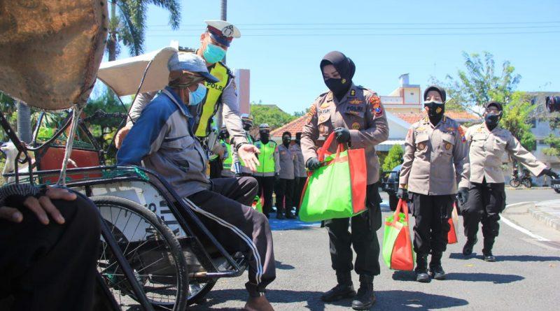 Peringati HKGB Ke-69 Dan Menyambut Hari Jadi Polwan Ke-73, Polwan Polrestabes Surabaya Salurkan Ratusan Paket Sembako